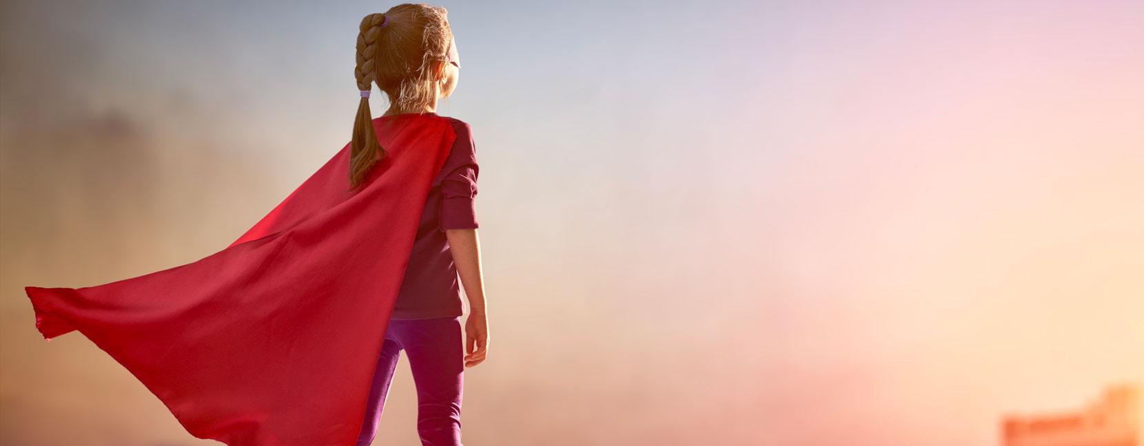 Bambina vestita da supereroina
