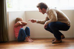 Papà-sgrida-bambina