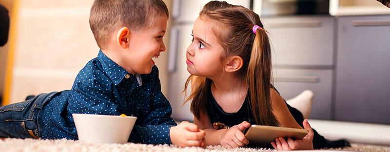Fratello e sorella stanno per litigare