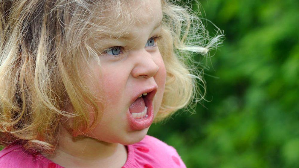 Perché i capricci di tuo figlio non sono comportamenti isterici e inspiegabili (e come puoi risolverli senza urla o sgridate)