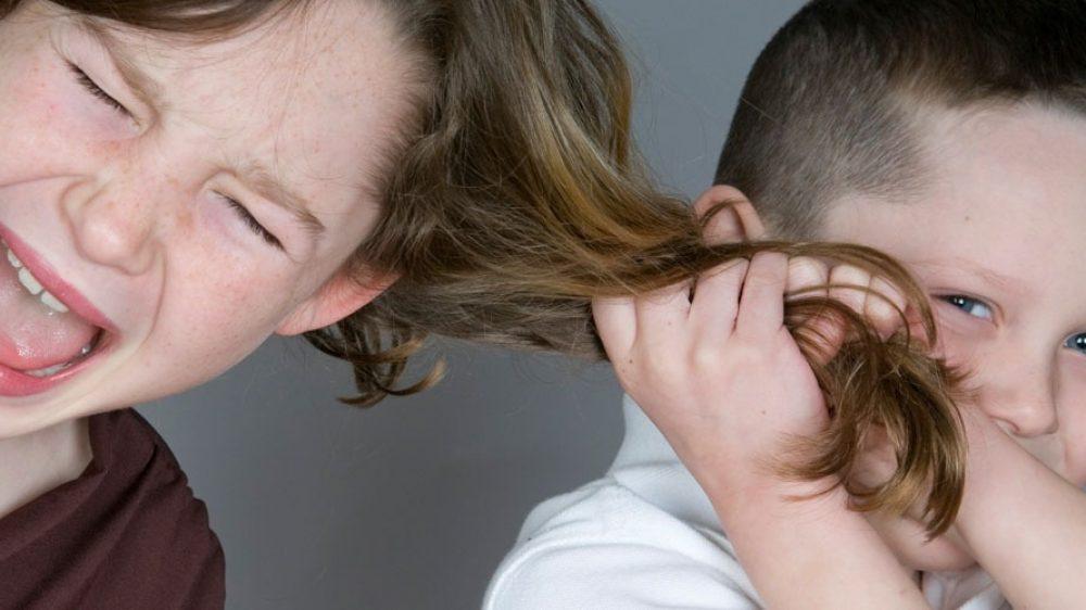 Smettetela di litigare! I 4 passi per risolvere i litigi fra i tuoi figli