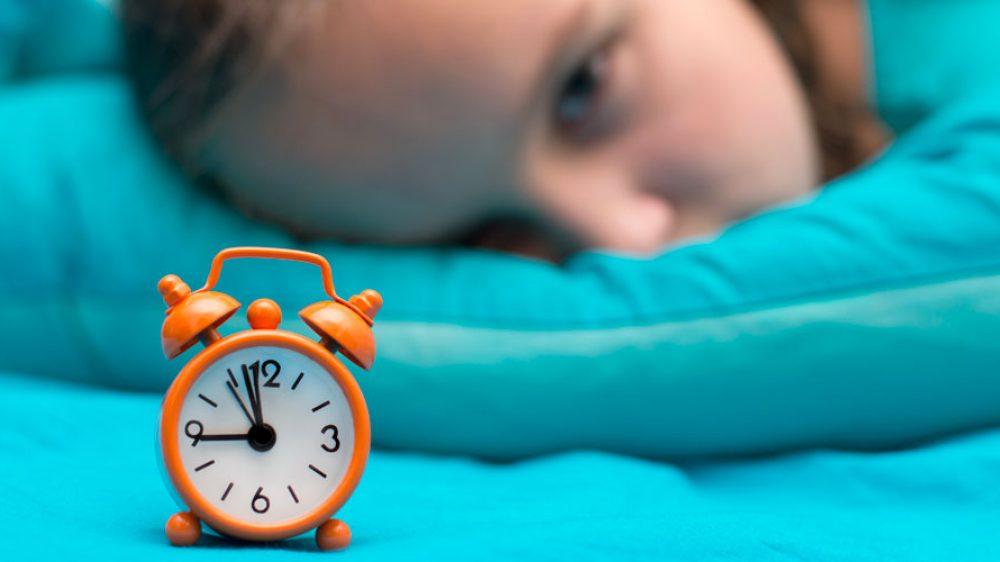 Come svegliare i bambini al mattino per andare a scuola