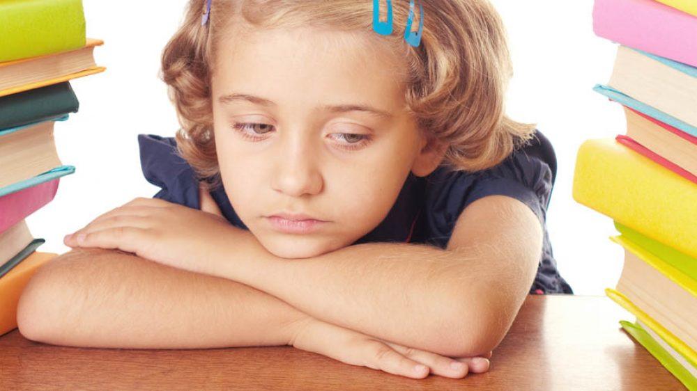 Tuo figlio odia i compiti e la scuola? Forse ha un buon motivo…