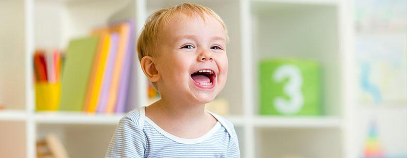 Bambino ride felice